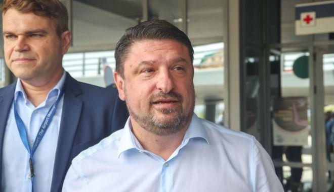Ο Νίκος Χαρδαλίας στο αεροδρόμιο «Μακεδονία»