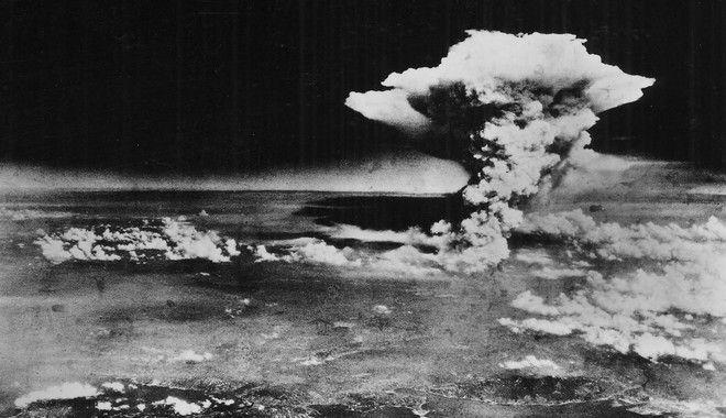 Η στιγμή της καταστροφής πάνω από την Χιροσίμα. 6 Αυγούστου 1945