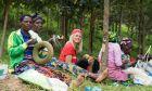 Στη Ρουάντα η Χριστίνα γνώρισε τη γυναίκα πρότυπo