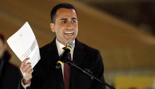 """""""Ξηλώνει"""" τη μεταρρύθμιση Ρέντσι για τα εργασιακά η νέα κυβέρνηση της Ιταλίας"""