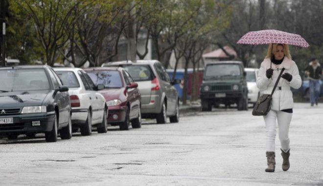 Γυναίκα κατά τη διάρκεια βροχής, Αρχείο