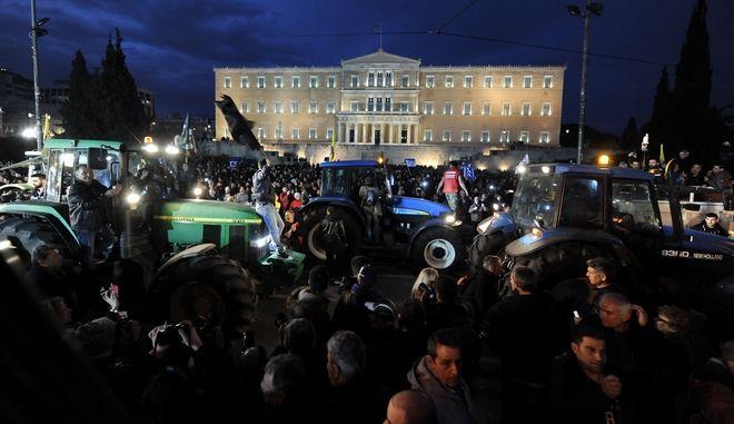 Συγκέντρωση των αγροτών στην πλατεία Συντάγματος, Παρασκευή 12 Φεβρουαρίου 2016. (EUROKINISSI/ΤΑΤΙΑΝΑ ΜΠΟΛΑΡΗ)