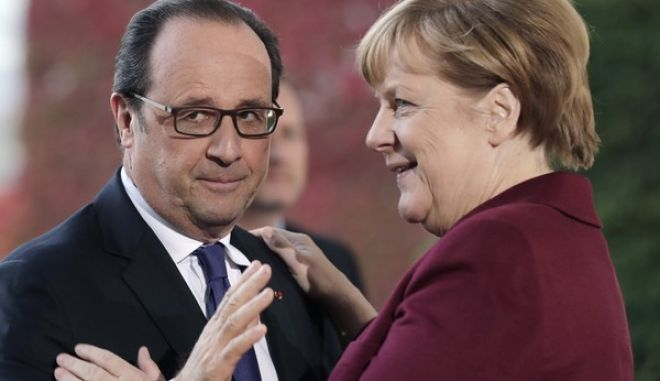 German Chancellor Angela Merkel welcomes the President of France Francois Hollande for a summit with the leaders of Russia, Ukraine and France at the chancellery in Berlin, Wednesday, Oct. 19, 2016. (AP Photo/Markus Schreiber)