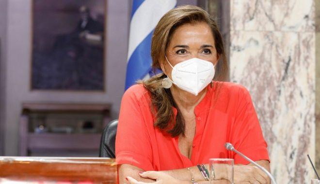 Για παταγώδη αποτυχία έκανε λόγο η Ντόρα Μπακογιάννη, μιλώντας για τις υπερμεγέθεις μάσκες