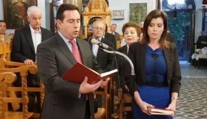 Ασημακοπούλου και Μηταράκης διάβασαν το ευαγγέλιο στα γαλλικά και τα αγγλικά