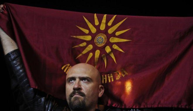 Η παλιά σημαία με το Αστέρι της Βεργίνας