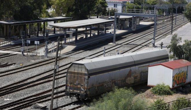 Άδειες σιδηροδρομικές γραμμές στην Αθήνα την Παρασκευή 8 Ιουλίου 2016. Με στάσεις εργασίας μακράς διάρκειας, από έως και τη Δευτέρα, καθώς και 24ωρη απεργία την Τρίτη, κλιμακώνουν τις κινητοποιήσεις τους οι σιδηροδρομικοί αντιδρώντας στην ιδιωτικοποίηση της ΤΡΑΙΝΟΣΕ και της ΕΕΣΣΤΥ. (EUROKINISSI/ΣΤΕΛΙΟΣ ΜΙΣΙΝΑΣ)