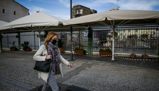 Την πορεία της επιδημίας και την επόμενη εβδομάδα θα αναλύσουν οι υγειονομικές αρχές προκειμένου να  επιστρέψει σε ρυθμούς κανονικότητας η Ελληνική κοινωνία.