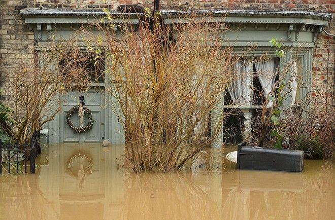Καταστροφικές πλημμύρες στη Μεγάλη Βρετανία