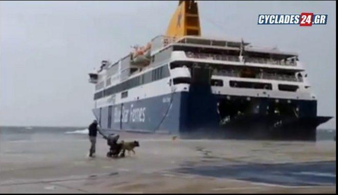 Βίντεο: Μάχη με τα κύματα για το Blue Star Delos στην Τήνο
