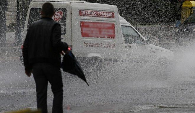 Στιγμιότυπα από την καταιγίδα που σημειώθηκε σήμερα, 17 Νοεμβρίου 2017, στους κεντρικούς δρόμους της Αθήνας. (EUROKINISSI / Γιάννης Παναγόπουλος)