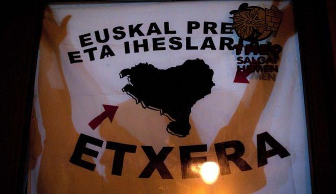 Με πανό ζητούν την απελευθέρωση των μελών της ένοπλης βασκικής οργάνωσης, ΕΤΑ, 2013