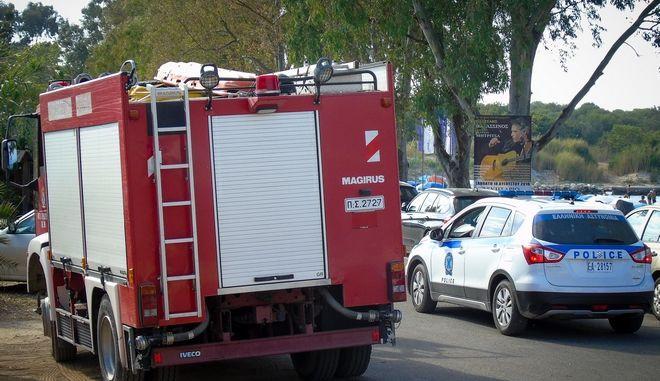 Πυροσβεστικό όχημα και περιπολικό