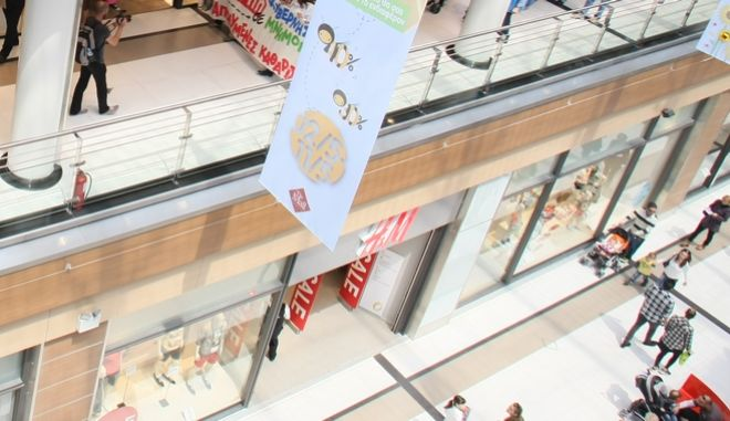 Συγκέντρωση διαμαρτυρίας εμπορουπαλλήλων, στο εμπορικό κέντρο «The Mall Athens» στον σταθμό Νερατζιώτισσα, ενάντια στην κυριακάτικη λειτουργία των καταστημάτων, Κυριακή 4 Μαΐου 2014, (EUROKINISSI/ΤΑΤΙΑΝΑ ΜΠΟΛΑΡΗ)