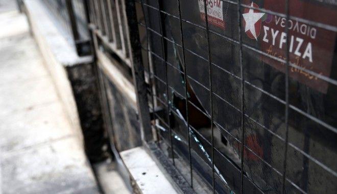 Τα γραφεία του ΣΥΡΙΖΑ Καισαριανής μετά την εμπρηστική επίθεση η οποία σημειώθηκε τα ξημερώματα της Μεγ. Τετάρτης 8 Απριλίου 2015. (EUROKINISSI/ΣΤΕΛΙΟΣ ΜΙΣΙΝΑΣ)