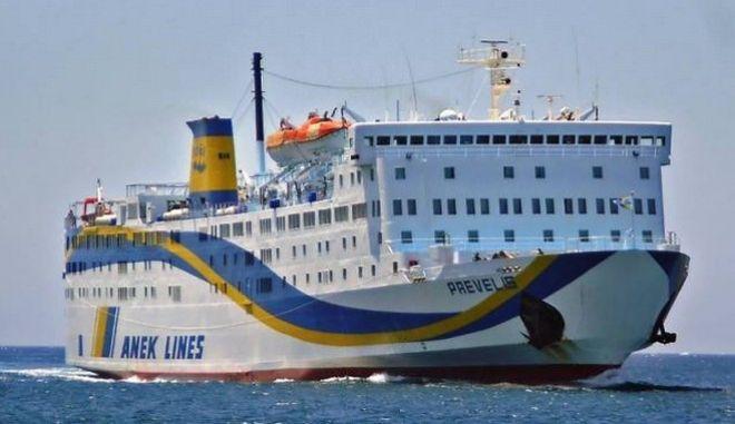 Εισροή υδάτων στο πλοίο 'Πρέβελης'