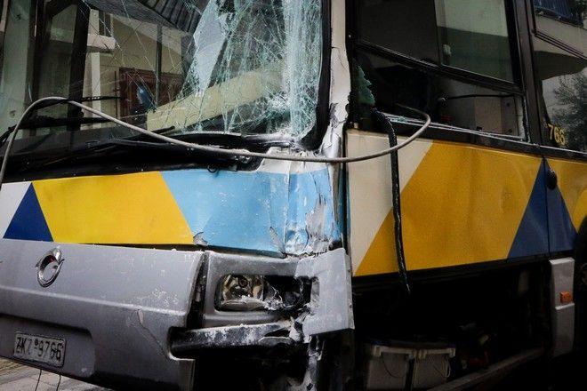 Σύγκρουση δύο λεωφορείων του ΟΑΣΑ στο Αιγάλεω.