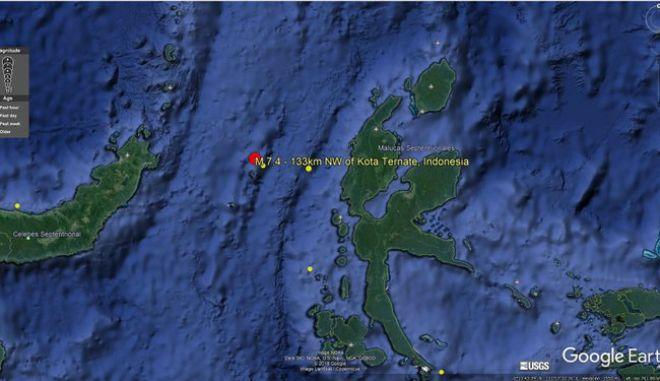 Ινδονησία: Ισχυρός σεισμός 7,4 ρίχτερ - Προειδοποίηση για τσουνάμι