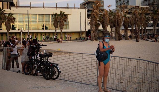 Εικόνα από την παραλία του Τελ Αβίβ σε καιρό κορονοϊού