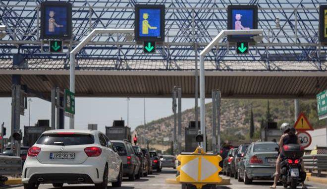 Κορυφώνεται η έξοδος των τελευταίων εκδρομέων του καλοκαιριού, με την τροχαία να βρίσκεται επί ποδός στις εθνικές οδούς της χώρας προκειμένου να διευκολύνει την κυκλοφορία. Σάββατο, 12 Αυγούστου 2017 (EUROKINISSI / ΒΑΣΙΛΗΣ ΡΟΥΓΓΟΣ)