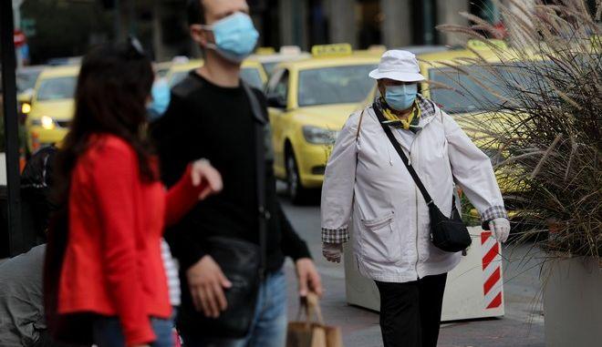 Απαραίτητη η χρήση μάσκας ακόμη και μετά τη λήξη του lockdown, προκειμένου να μην επαναληφθεί η ραγδαία αύξηση κρουσμάτων.