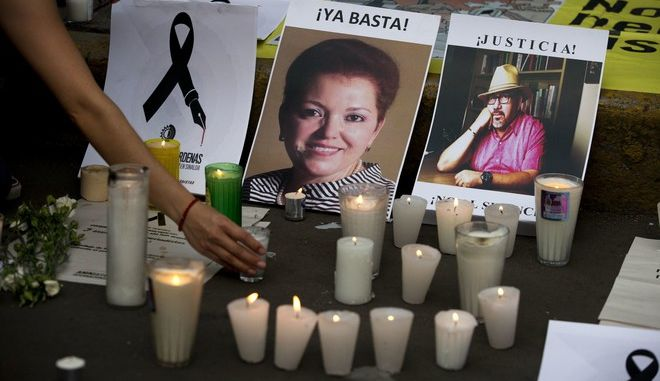 Κεριά στη μνήμη της δημοσιογράφου Μιροσλάβας Μπριτς που δολοφονήθηκε το 2017