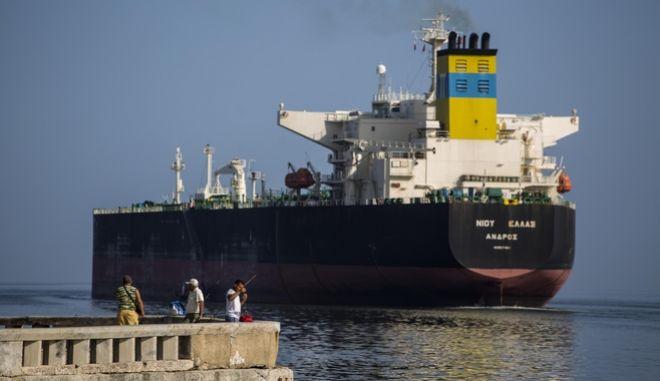 Ελληνικό πετρελαιοφόρο στην Κούβα (φωτογραφία αρχείου)