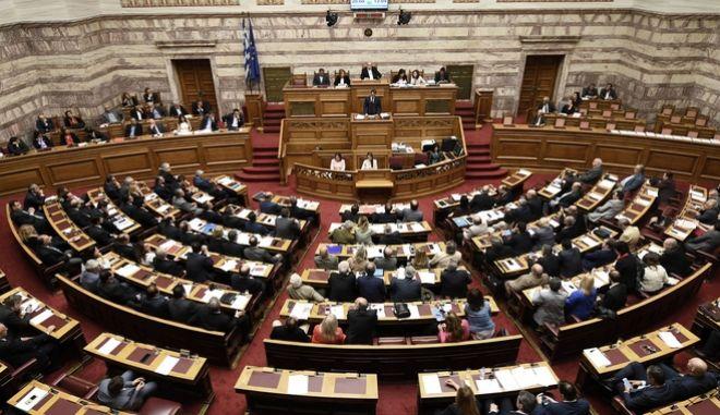 Ο Πρόεδρος της Νέας Δημοκρατίας Κυριάκος Μητσοτάκης κατα την ομιλία του στη Βουλή για το νομοσχέδιο σχετικά με την επικύρωση της συμφωνίας κυβέρνησης-δανειστών, την Πέμπτη 18 Μαΐου 2017. (EUROKINISSI/ΓΙΩΡΓΟΣ ΚΟΝΤΑΡΙΝΗΣ)