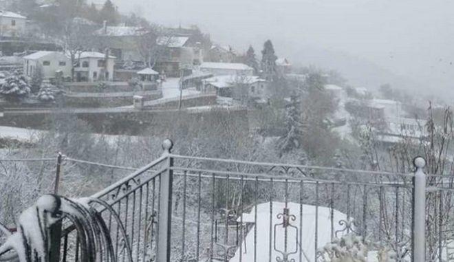 Η χιονισμένη Σπηλιά στον Κίσσαβο