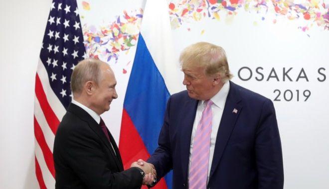 Ο Αμερικανός Πρόεδρος Ντόναλντ Τραμπ και ο Ρώσος ομόλογός του Βλαντίμιρ Πούτιν.
