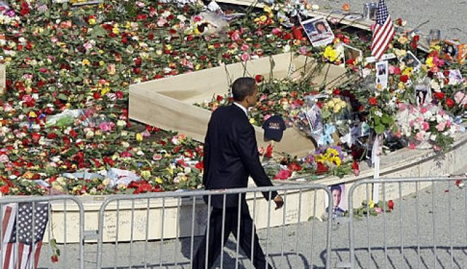 Democratic presidential candidate Sen. Barack Obama, D-Ill. visits the World Trade Center site in New York, Thursday, Sept. 11, 2008, to honor those who lost their lives seven years ago in the attacks on the U.S.  (AP Photo/Chris Carlson)   Original Filename: Obama_2008_NYCC114.jpg