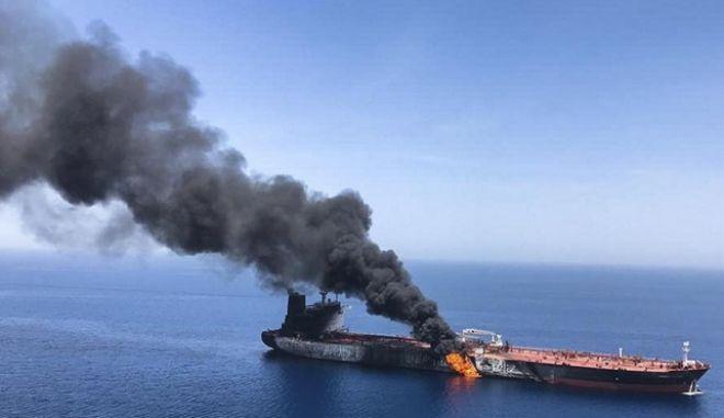 Ιράν: Τάνκερ χτυπήθηκε από πυραύλους