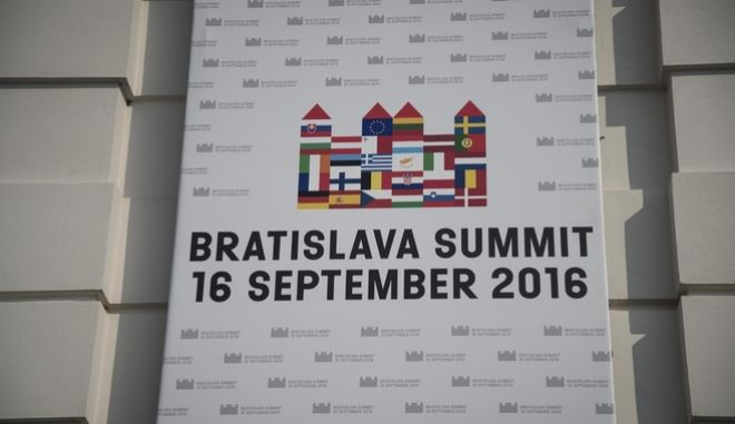 Leaders of 27 EU countries  gather in Bratislava for an informal meeting  to discuss the future of the EU., in Slovakia, on Sept.16. 2016 /    27           , ,  16 , 2016
