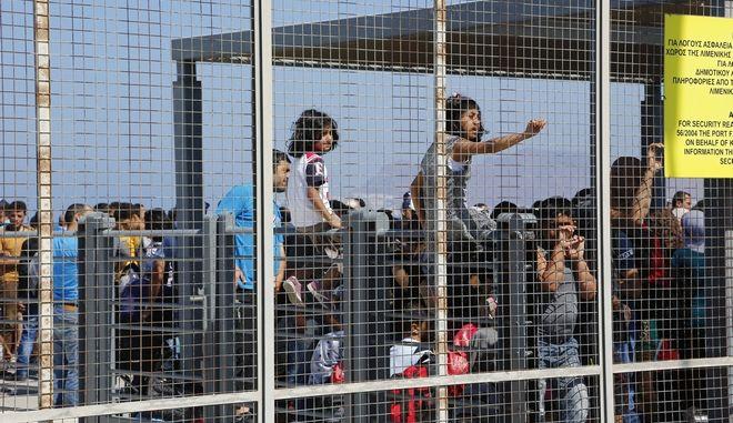 Πρόσφυγες στο λιμάνι της Κω. Φωτο αρχείου.