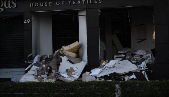 Έκρηξη ισοπέδωσε κατάστημα λευκών ειδών επί της Λ. Βουλιαγμένης στη Γλυφάδα