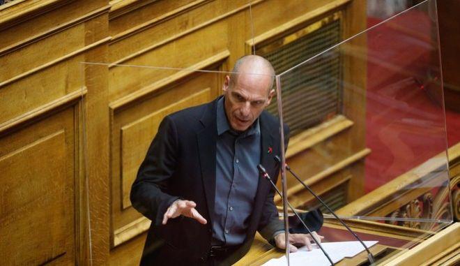 Ο Γιάνης Βαρουφάκης στην Ολομέλεια της Βουλής