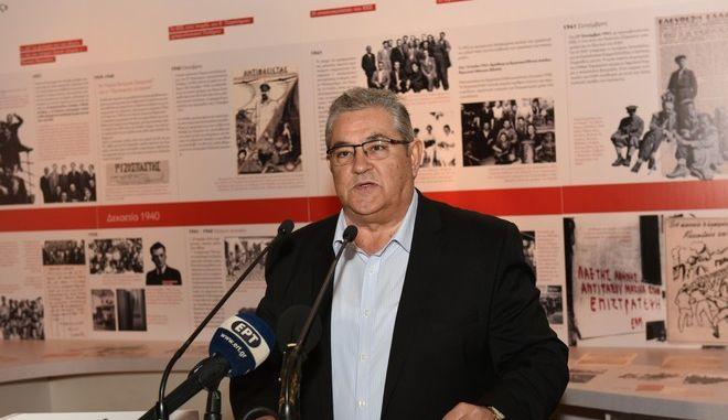Ο Γενικός Γραμματέας του ΚΚΕ Δημήτρης Κουτσούμπας στα εγκαίνια της έκθεσης για τα 100 χρόνια του κόμματος