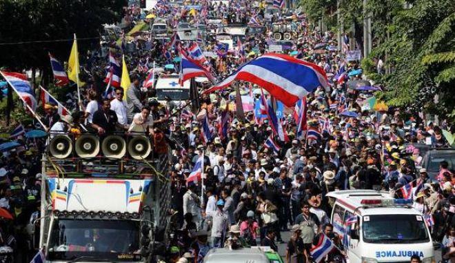 Ταϊλάνδη: Στους δρόμους δεκάδες χιλιάδες αντικυβερνητικοί διαδηλωτές