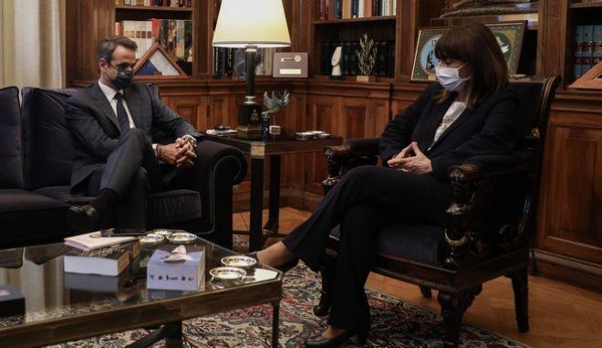 Συνάντηση της Προέδρου της Δημοκρατίας Κατερίνας Σακελλαροπούλου με τον Πρωθυπουργό Κυριάκο Μητσοτάκη, στο Προεδρικό Μέγαρο