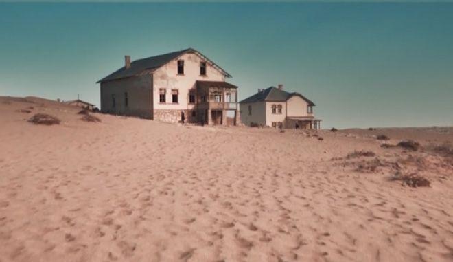 Γνωρίστε την πόλη-φάντασμα της Ναμίμπια που βυθίζεται στην άμμο