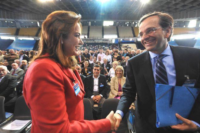 Η Ντόρα Μπακογιάννη και ο Αντώνης Σαμαράς στο κρίσιμο έκτακτο συνέδριο της ΝΔ στις 7 Νοεμβρίου 2009
