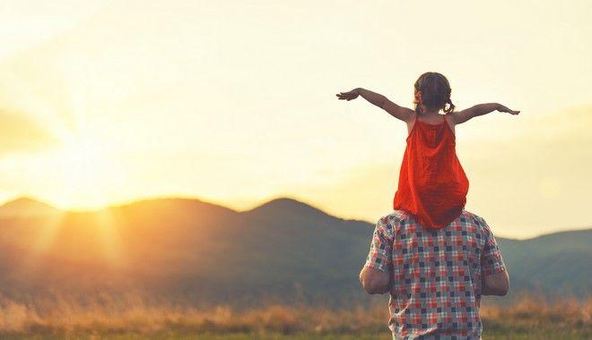 Το σύμφωνο ελεύθερης συμβίωσης που υπέγραψαν οι Νίκος Μουτσινάς και Μαίρη Συνατσάκη, τους δίνει τη δυνατότητα να αιτηθούν την υιοθεσία ή την αναδοχή παιδιού που βρίσκεται σε ίδρυμα. Και αυτό ποτέ δεν μπορεί να είναι κακό.
