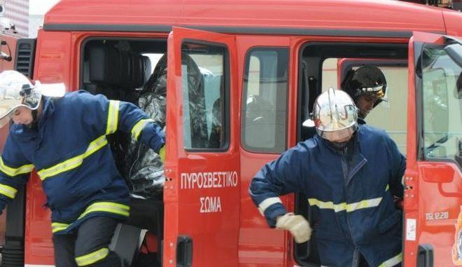 Πυροσβέστες πήγαν να σβήσουν φωτιά και βρέθηκαν μπροστά σε εργαστήριο ναρκωτικών