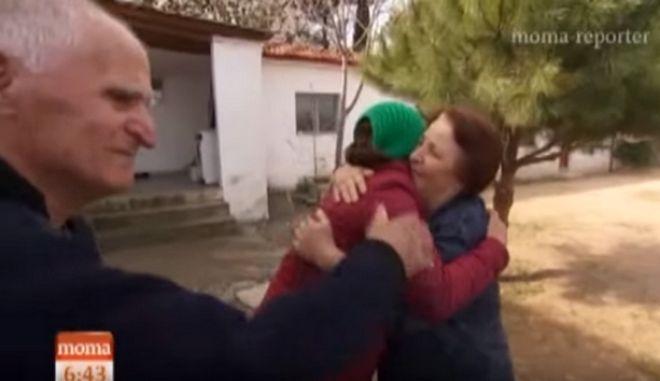 Ειδο-μένουμε άνθρωποι: Το ζευγάρι των ηλικιωμένων που πήρε στο σπίτι τους πρόσφυγες