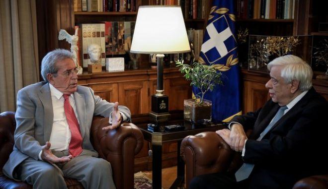 Συνάντηση του ΠτΔ Προκόπη Παυλόπουλου με τον καθηγητή πνευμονολόγο Παναγιώτη Μπεχράκη.