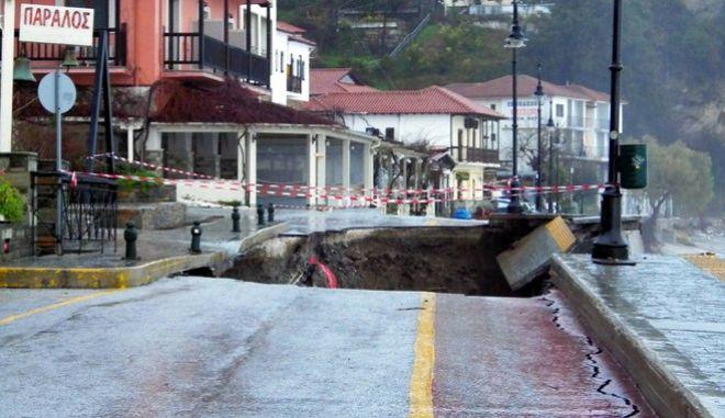 Πήλιο: Κατέρρευσε παραλιακός δρόμος από την ισχυρή βροχόπτωση pilio2