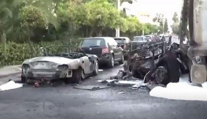 Καβούρι: Εκρήξεις και φωτιά μετά απο σύγκρουση απορριμματοφόρου με ταξί