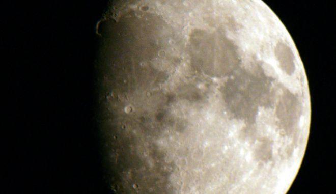 Σελήνη - Φωτό αρχείου