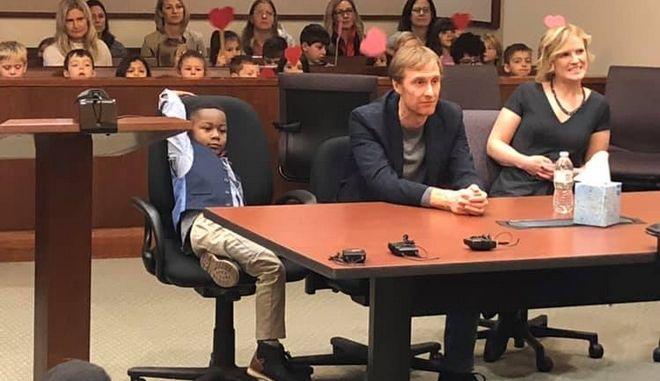 Ο 5χρονος Μάικλ στο δικαστήριο