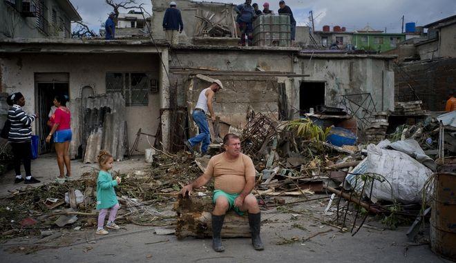 """Ανεμοστρόβιλος """"χτύπησε"""" την Αβάνα στην Κούβα"""